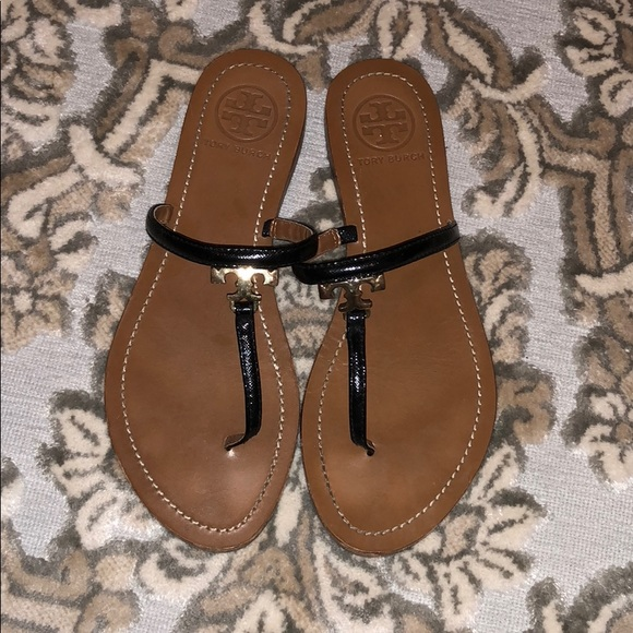 7fb39de008132 Tory Burch logo sandals in patent black! M 5b875c00e9ec89cfc71f56d0